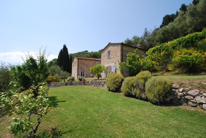 Lucca hills overlooking the sea, alquiler vacacional en Massarosa