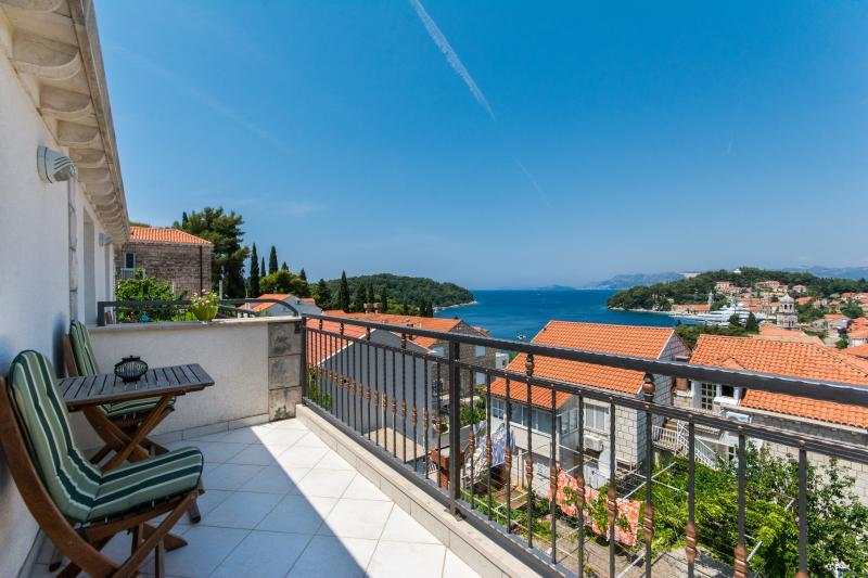 Apartment DADIC - Location and amazing view!!!, vacation rental in Cavtat