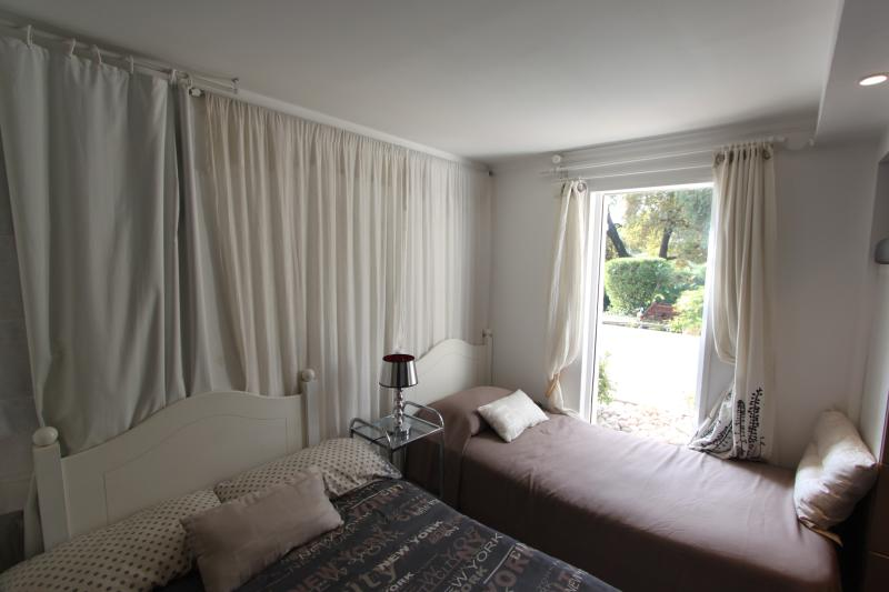 Slepping area in Riva apartment : 4/5 sleepings : 120 + 90 + 80 +   for  child