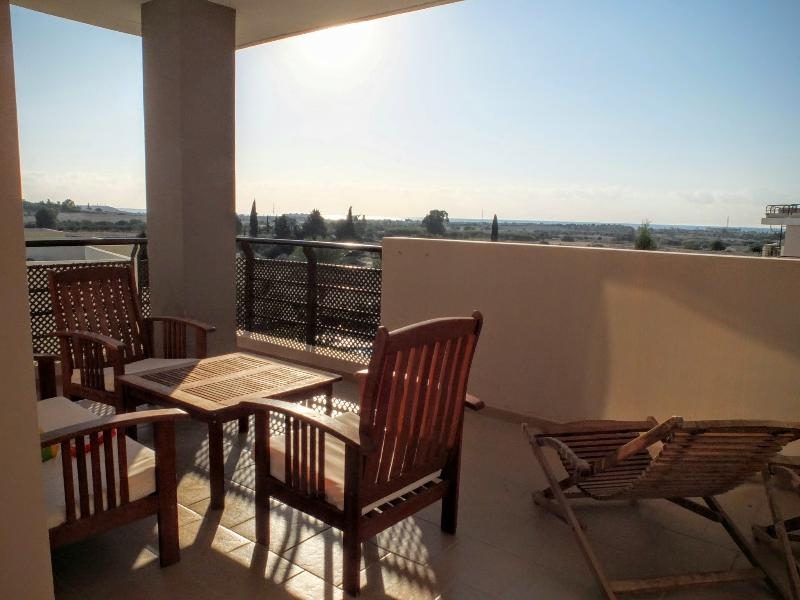 Luxurious 1 bedroom flat with sea view, holiday rental in Larnaca