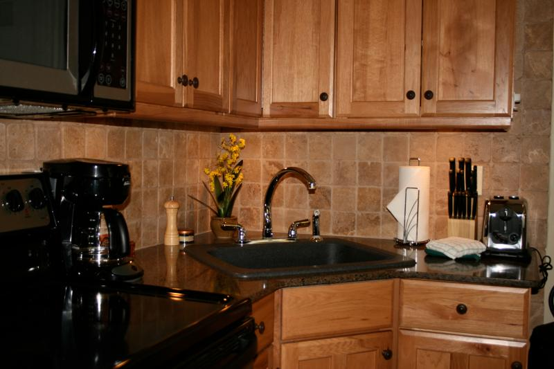Fully equipped hardwood and granite kitchen