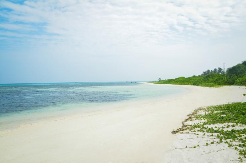 Maamigili Island Beach