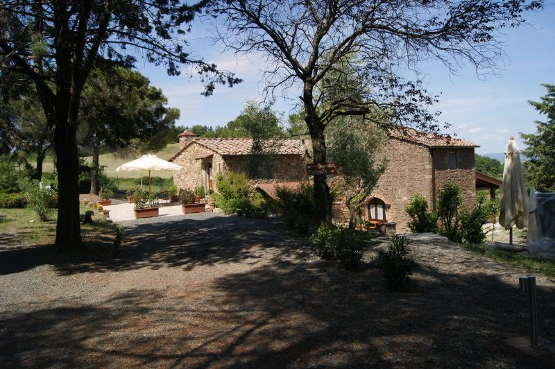 Il Chiesino Montecatini room, holiday rental in Montecatini Val di Cecina