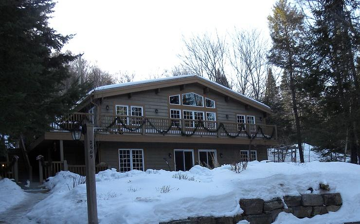 Mountain view - 5 bedroom +, hot tub, alquiler vacacional en Mont Tremblant