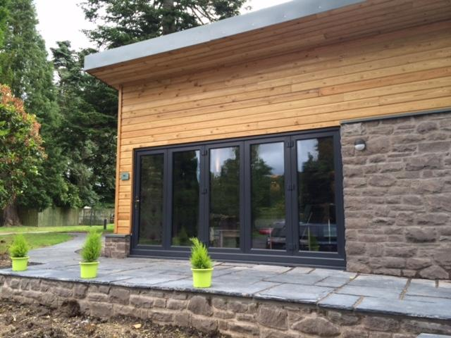 Contemporary, stylish lodge with high standard of finish in a woodland setting