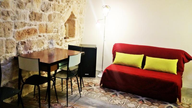 L'Officina - Via R. il Guiscardo 4 - Bari * Dimora Giulietta - living e zona lunch
