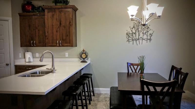 The Casitas -Brand New Beautiful Vacation Townhome, holiday rental in Washington