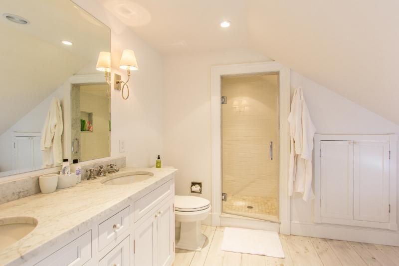 Shared Bath 2nd Level for adjoining bedrooms