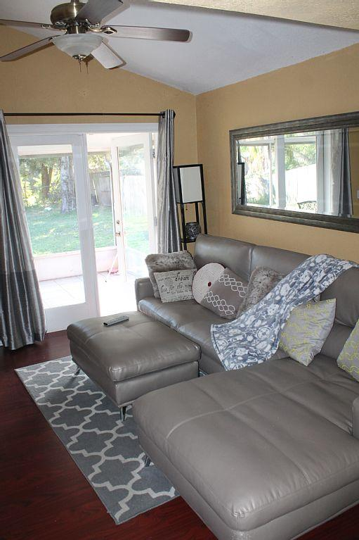 2 Bed 1 Bath Villa Duplex In Tampa Has Parking And Dvd Player Updated 2019 Tampa Vacation