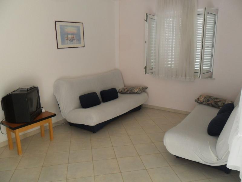 Tisno Apartment Sleeps 5 - 5409754, holiday rental in Tijesno