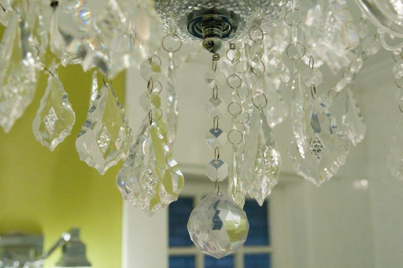 Ivy Room bathroom chandelier.