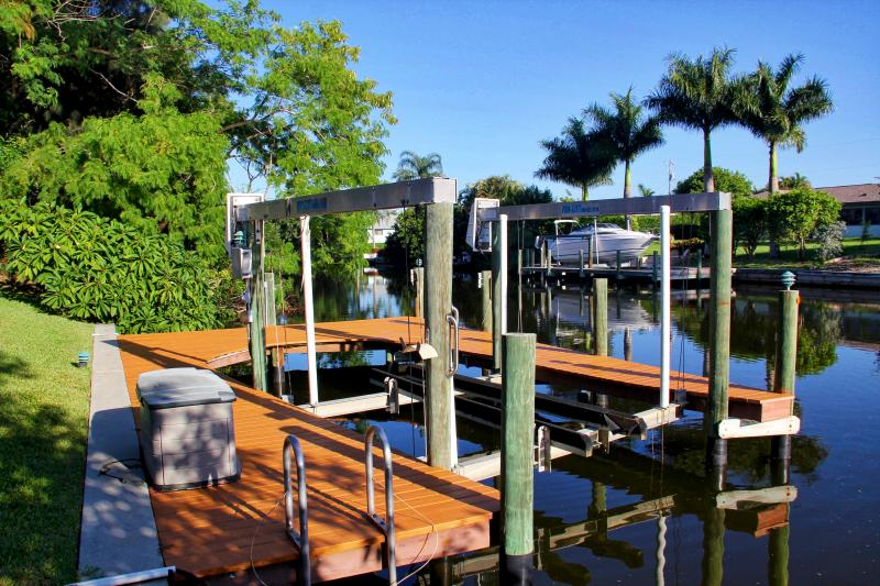 Canal access and 8000 lbs boat lift makes it easy to get to the intercoastal.