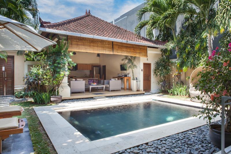 3 bedroom Oberoi villa.Great location!!