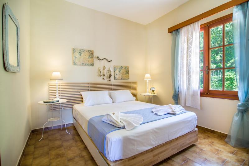 Avra Apartments, Sirokos, master bedroom