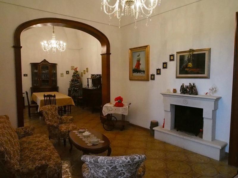 Splendida casa centenaria indipendente, vacation rental in Serrano