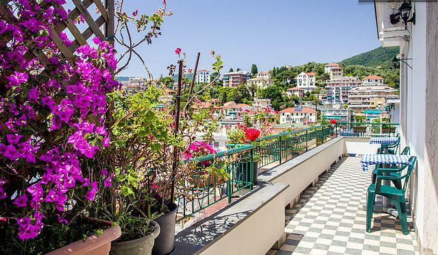 West penthouse, Wi-fi, A.C., only350 meters from sea!Central and quiet area., holiday rental in Rapallo