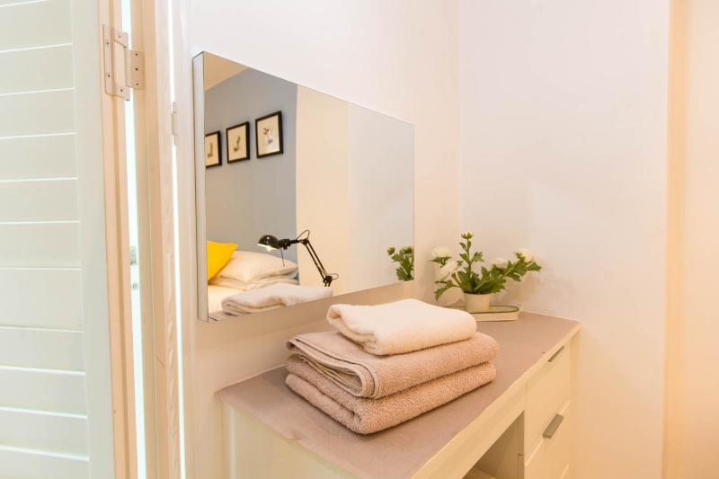 Serviettes de bain fraîchement lavés