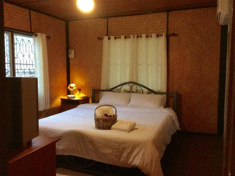 Cozy bamboo house, holiday rental in Ban Pong