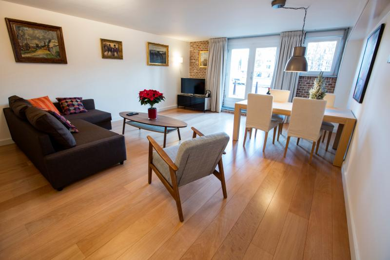 Modern Luxurious Canal Apartment, vacation rental in Amsterdam