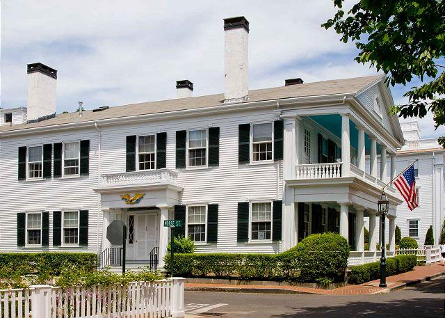 GRAND WHALING CAPTAIN'S HOUSE, holiday rental in Edgartown
