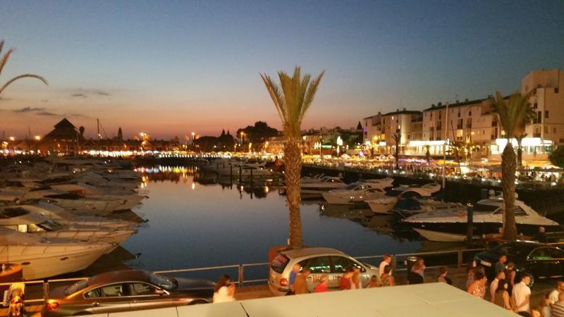 Marina de Vilamoura lojas restaurantes e bares.