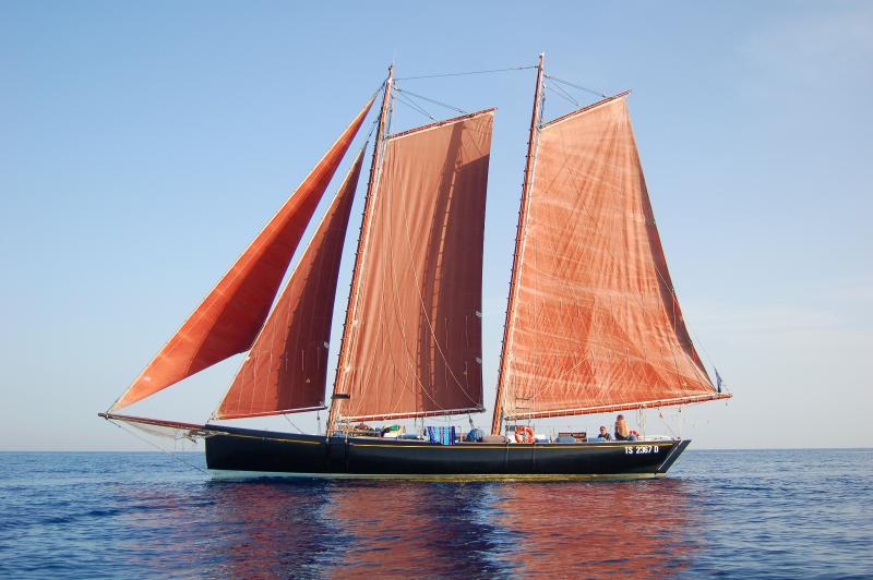 Aleph ist ein Schoner, gebaut nach einem Entwurf von Mantel Stahl bekannt Yacht-Designer c. Sciarelli.