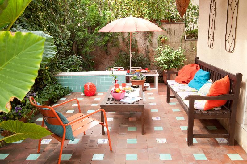 Jardín, el salón - tan agradable con nuestro tiempo!