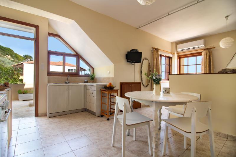 Avra Apartments - Maistros, kitchen and dining area