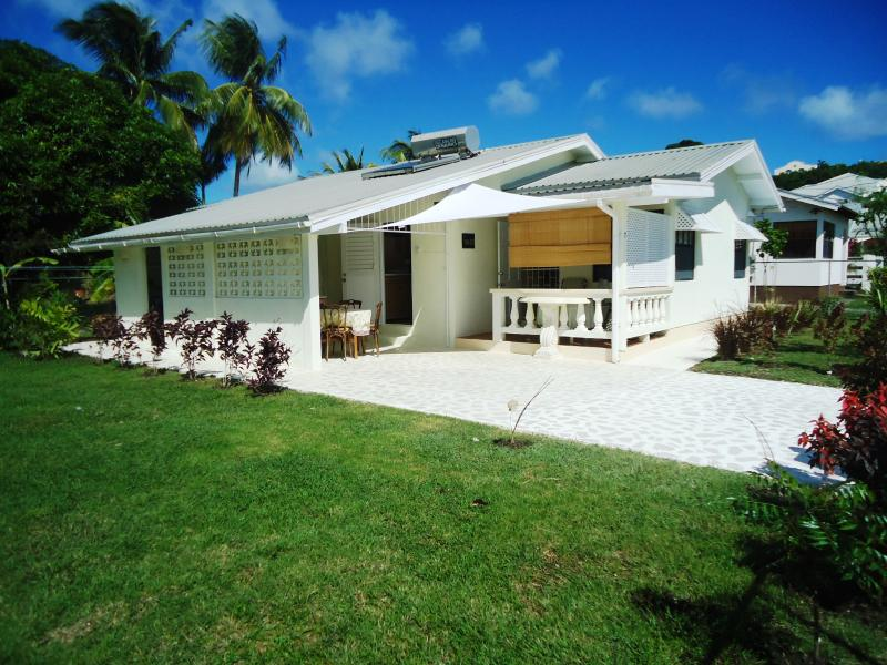 Casaneta, tropical Bajan Home, 3 bedroom A/C, holiday rental in The Garden
