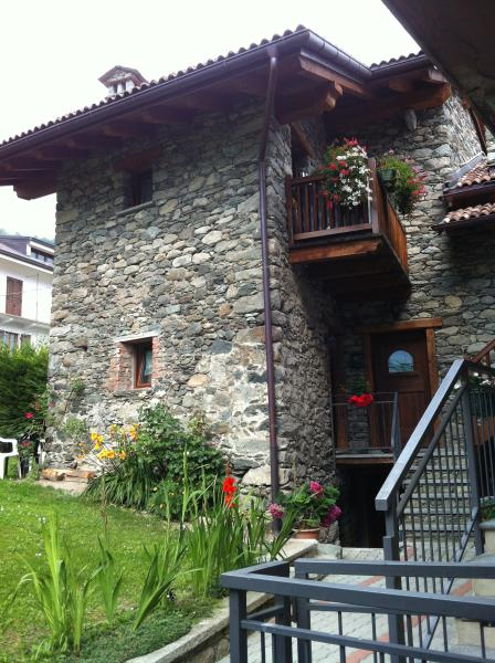 PICCOLO COMODISSIMO MONOLOCALE IN VILLETTA, holiday rental in Vollon di Brusson