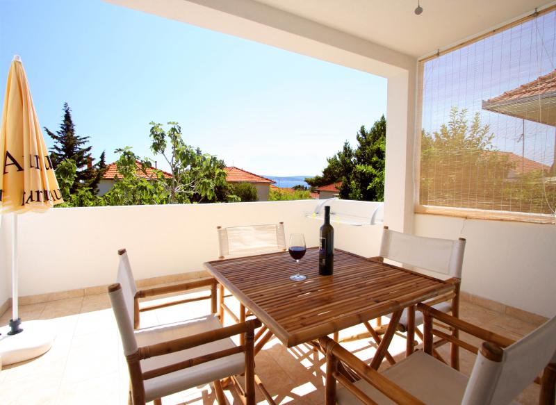 Comfortable flat with garden view, location de vacances à Orebic