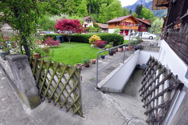 Garten und Eingang.