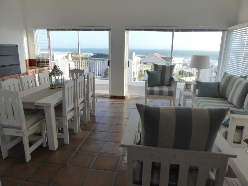 Seaview Villa - 4* Self Catering House, holiday rental in Grotto Bay