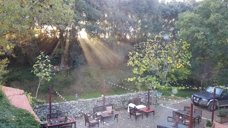 Terraza jardín Mas Torrencito pet amigável Girona