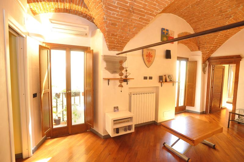 Merville House in Centre Florence with Wifi access – semesterbostad i Florens