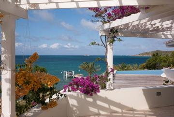 Sea front villa in Nonsuch Bay;  own beach & pool – semesterbostad i Antigua Och Barbuda