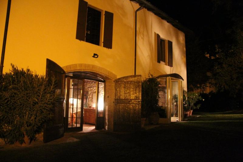 Room& Breakfast nel Borgo Scipione  entire house, vacation rental in Gropparello