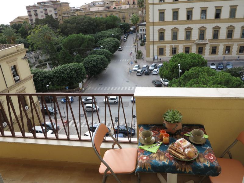 Appartamento in piazza vista mare, location de vacances à Aragona