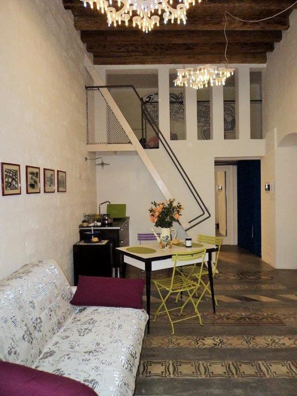 L'Officina - Via R. il Guiscardo 4 - Bari * Dimora Balilla - living, lunch