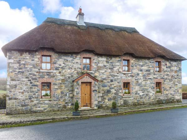 AN MAIDE BAN, detached, thatched cottage, games room, multi-fuel stove, in, holiday rental in County Monaghan