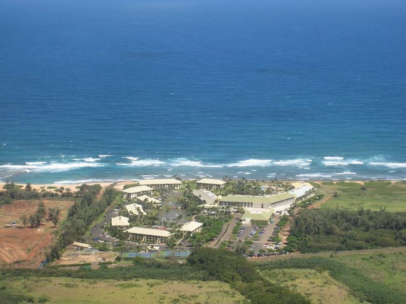 Una ubicación muy apartada y tranquila frente al mar a 1/2 milla de la carretera aún más central en la isla de
