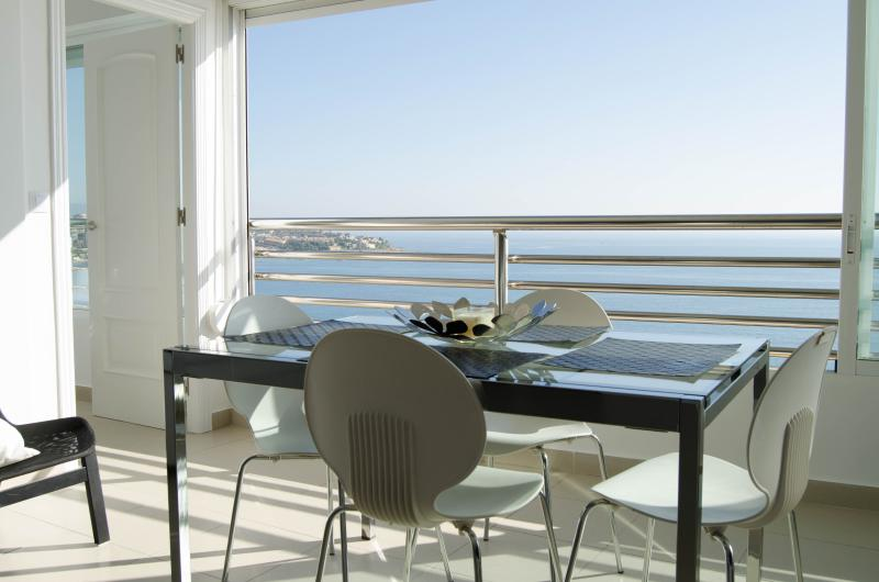 Alicante Beach Apartment, Ferienwohnung in Alicante