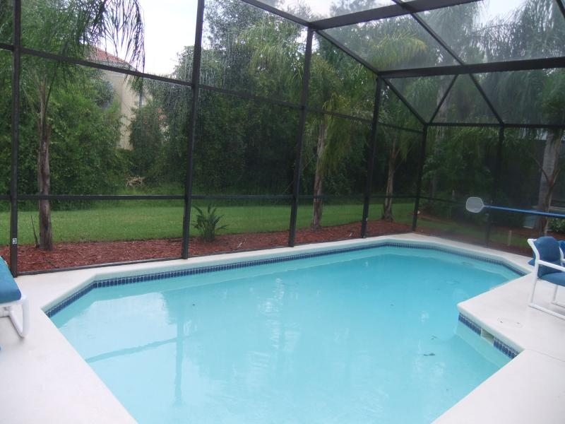 Completely remodelled 2020. Luxury 4 Bed 3 Bath Villa with own pool. Near Disney, vacation rental in Kissimmee