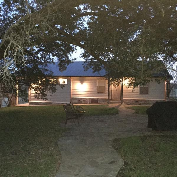 Brazos River Cottage, vacation rental in Glen Rose
