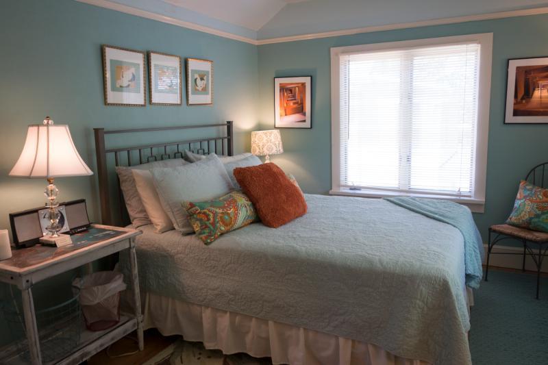 Second floor queen bed in hazel room
