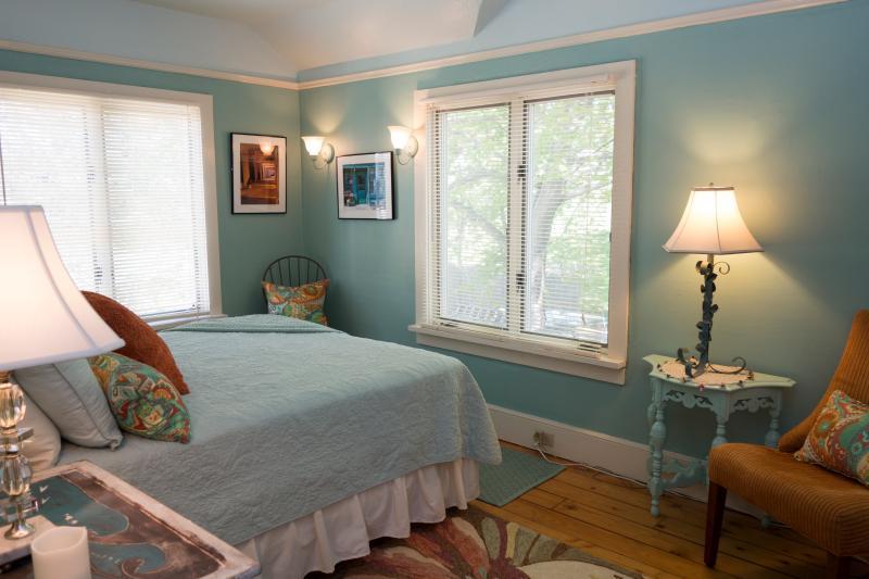 Hazel room with northeast exposure