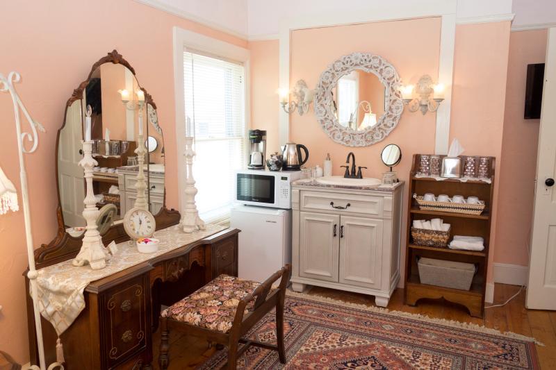 Vanity room second floor with kitchenette, sink and smart TV