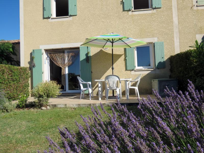 Your private getaway by the side of the Canal Du Midi, overlooking views of the local vineyards