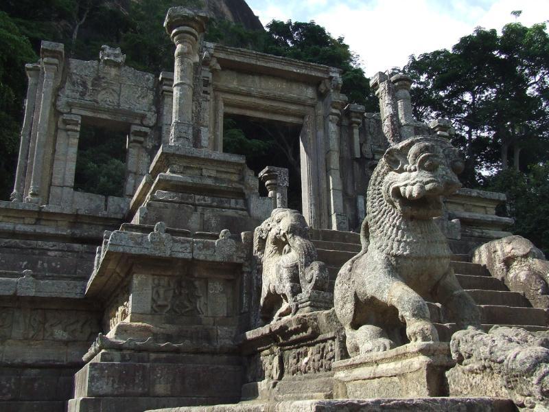 Yapahuwa ancient Kingdom-40 minutes drive