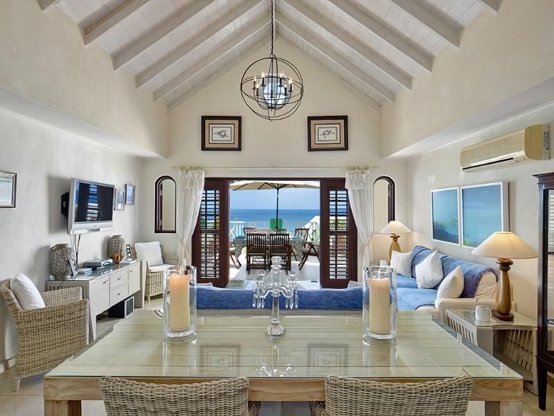 Sandy View, The Penthouse at White Sands, location de vacances à Speightstown